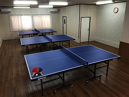 当店の卓球台は、大きな大会でも使用される「サンエイ」の卓球台を完備しております。